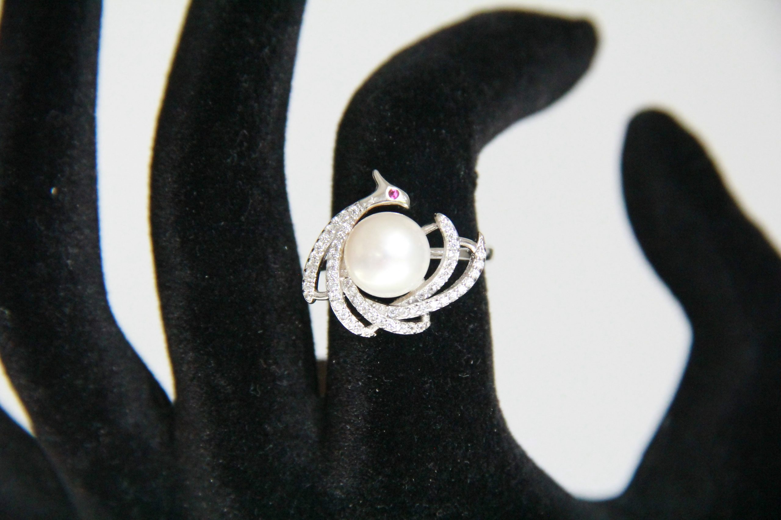 Peacock button pearl shape ring