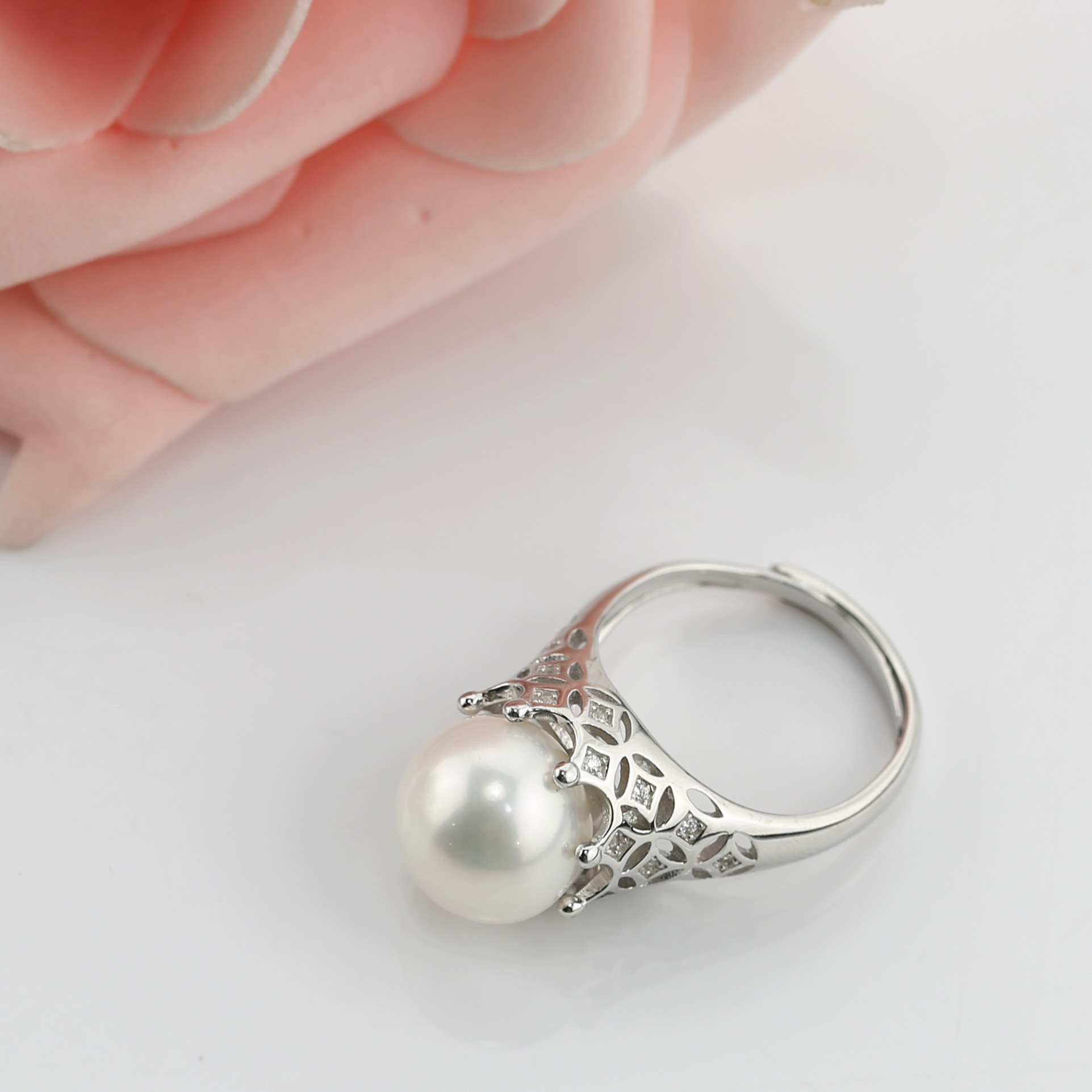 Round Pearl Ring