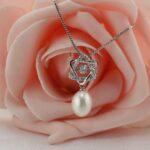 Drop freshwater pearl pendant