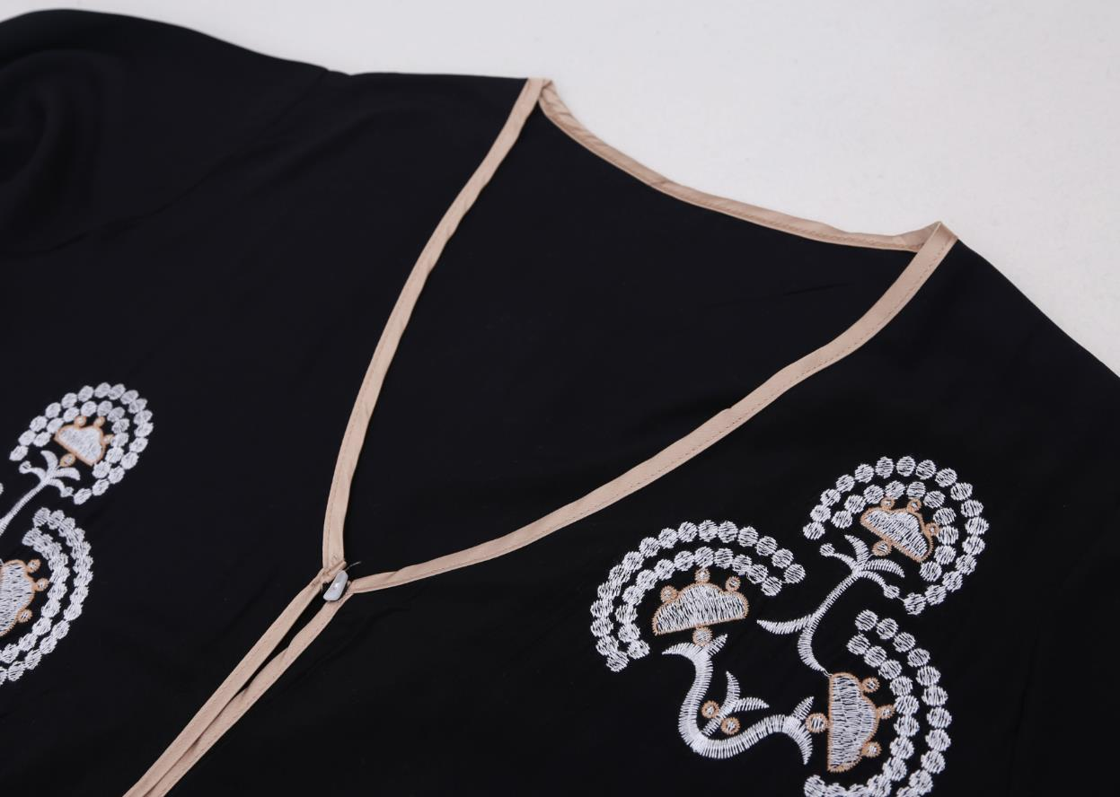 Embroidered kaftan with front buttons